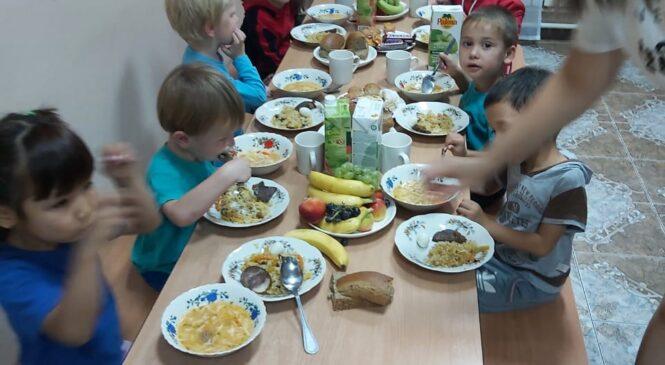 Праздничный обед ко Дню Конституции для детей Центра адаптации для детей г.Алматы